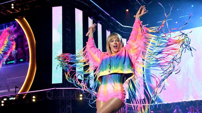 Taylor Swift en el escenario del iHeartRadio Wango Tango 2019