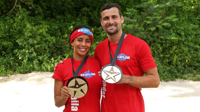 Shaila y Alexander presumen las primeras medallas de salvoconducto