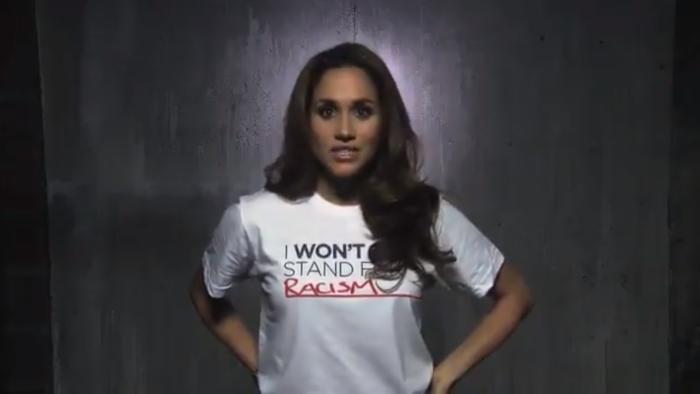 Meghan Markle con su camiseta contra el racismo