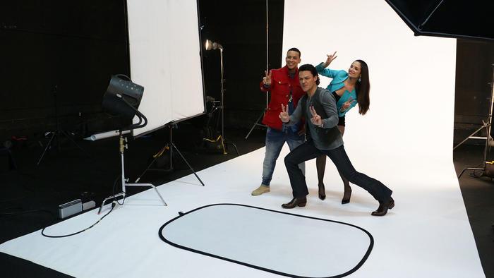 Coaches posando juntos para fotos de La Voz Kids
