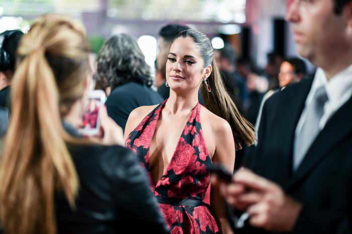 Sabrina Seara se toma foto con sus fans en premios Billboard 2016