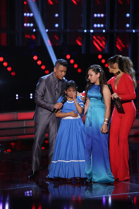 Jorge Bernal Patricia Manterola con Sharon y Ruth en la segunda gala de La Voz Kids