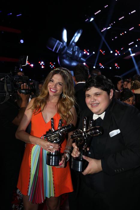 Christopher y Natalia Jiménez en la final de La Voz Kids 2016
