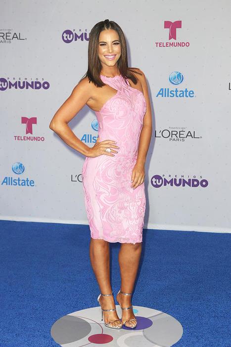 Gaby Espino en la alfombra de Premios Tu Mundo, 2016