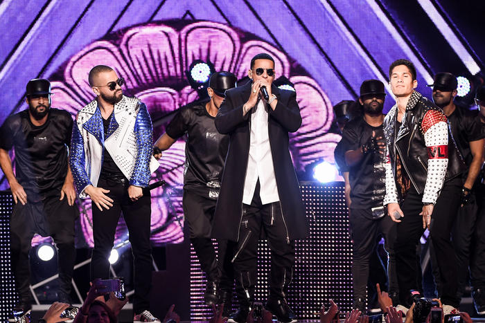 Chino y Nacho Daddy Yankee Premios Tu Mundo 2016