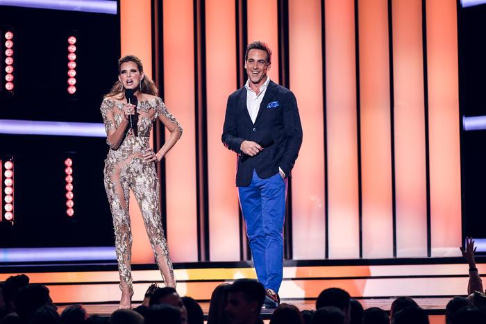 Maritza Rodríguez y Carlos Ponce backstage Premios Tu Mundo 2016