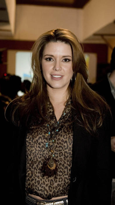 "Alicia Machado en evento de telenovela ""Una Familia Con Suerte"", febrero 2011."