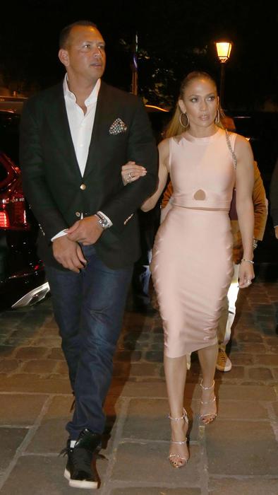 Su amor no solo salió a la vista en el día, también por la noche hicieron gala del gran romance que tienen.