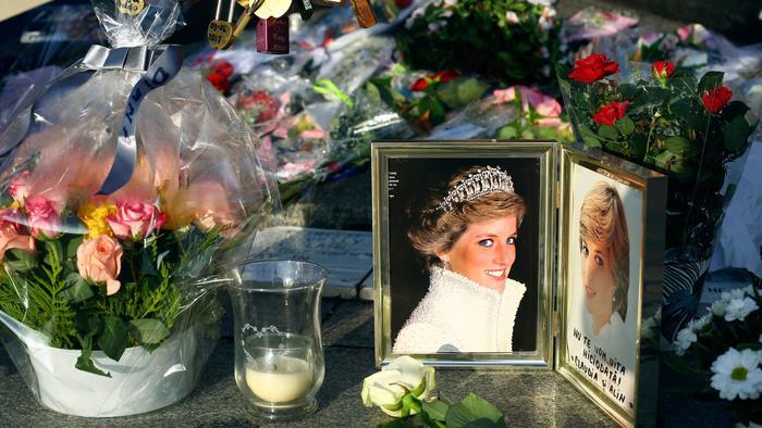 Un Mar De Flores En El 20 Aniversario De Muerte De La