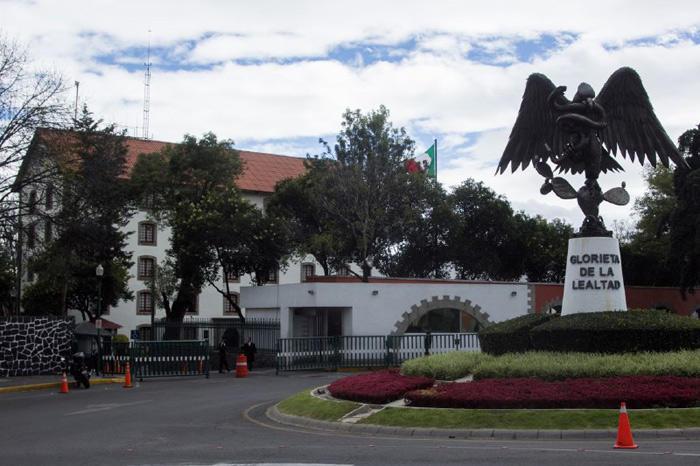 De cara a la toma de protesta de López Obrador como Presidente de la República, los edificios de Los Pinos fueron sometidos a trabajos de remodelación y limpieza. Este sábado, la mayor parte de la que fuera por décadas la residencia oficial de los preside