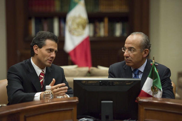El 5 de septiembre de 2012, el entonces Presidente Felipe Calderón Hinojosa se reunió en la residencia oficial de Los Pinos con Enrique Peña Nieto, ya en su carácter de Presidente electo, para iniciar el periodo de transición del Gobierno federal 2012-201