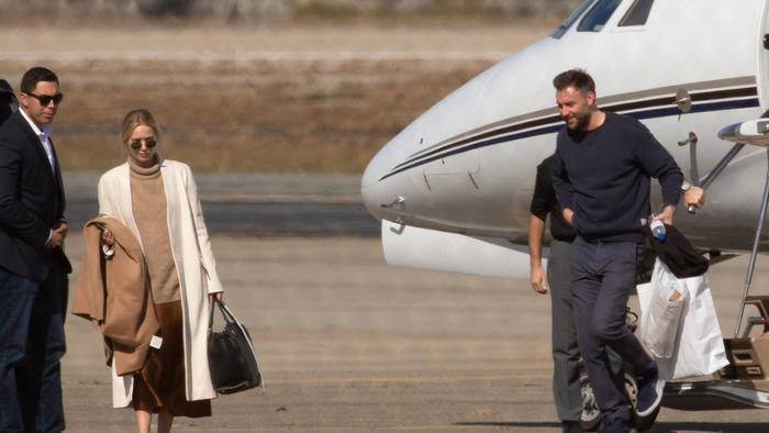 Jennifer Lawrence y Cooke Maroney en un avión privado.