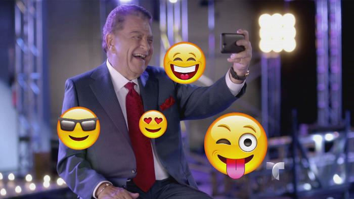 Don Francisco tomándose un selfie