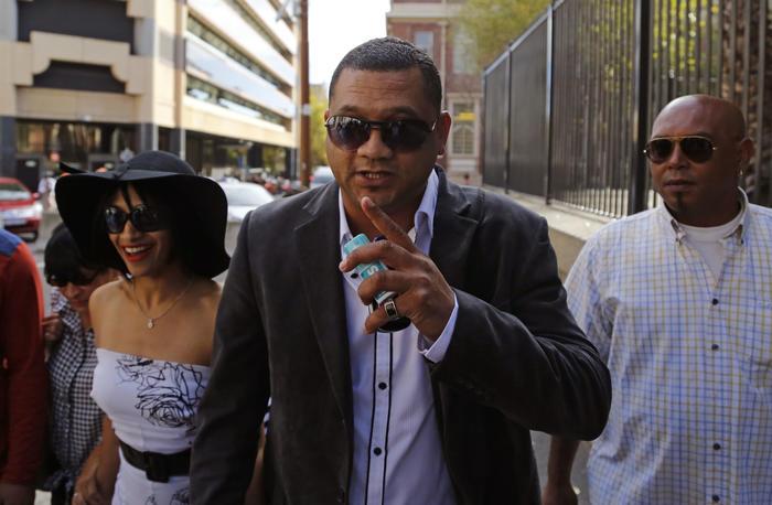 Celeste y Morne Nurse camino a la corte en Ciudad del Cabo, Sudáfrica