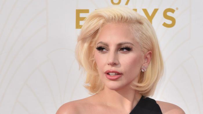 Lady Gaga en los premios Emmy 2015