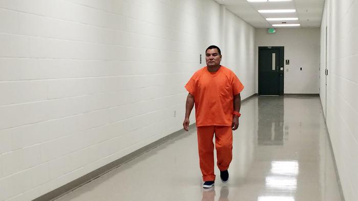 En esta foto del 5 de agosto de 2016, se muestra al sospechoso de una masacre en Guatemala, Santos López Alonzo, en un centro de detención migratorio en Adelanto, California.