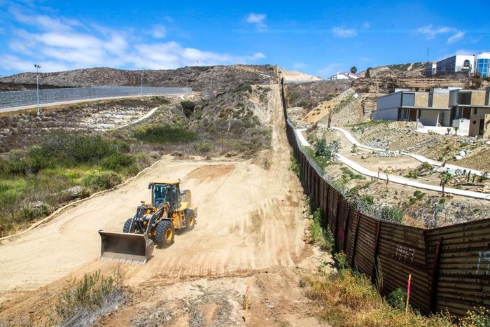 Proyecto de reparación del muro fronterizo en San Diego