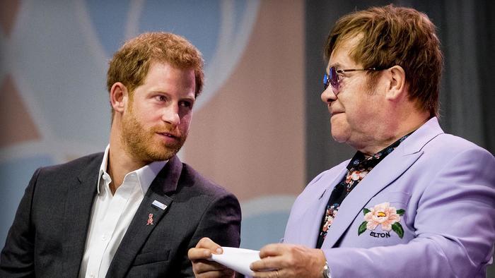 Sir Elton John y el  Prince Harry, Duque of Sussex en la conferencia internacional sobre el SIDA