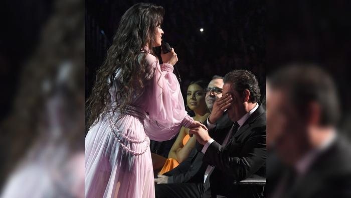Camila Cabello cantándole a su papa en los Grammys 2020