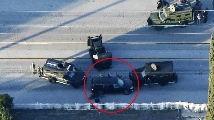 policia rodea camioneta en san bernardino