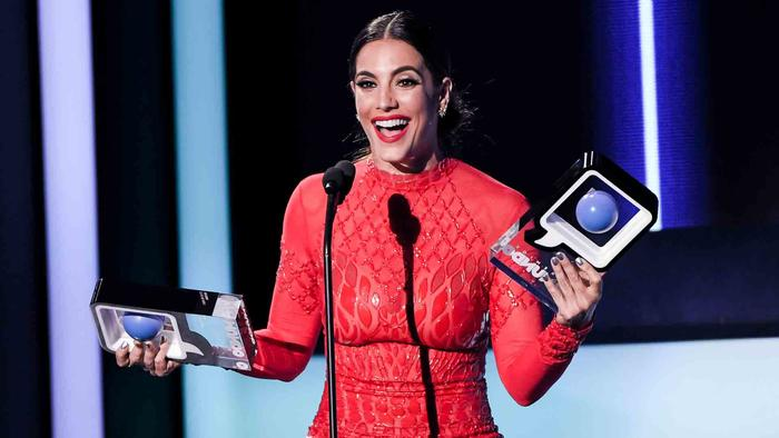 Gaby Espino recibió el premio en Premios Tu Mundo 2016