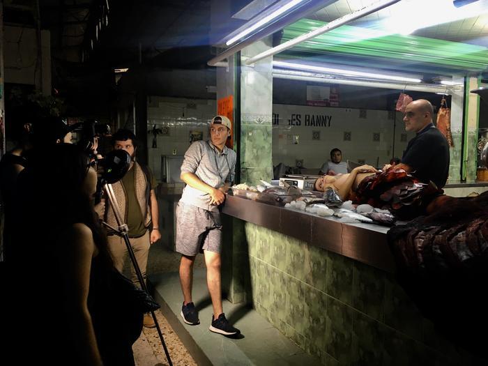 Pablo Tonatiuh, con su equipo en la Carnicería Manolo de la Ciudad de México.