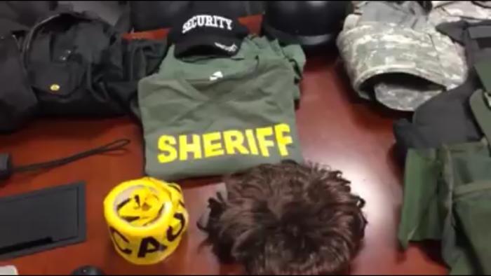 menor que se hizo pasar por policía