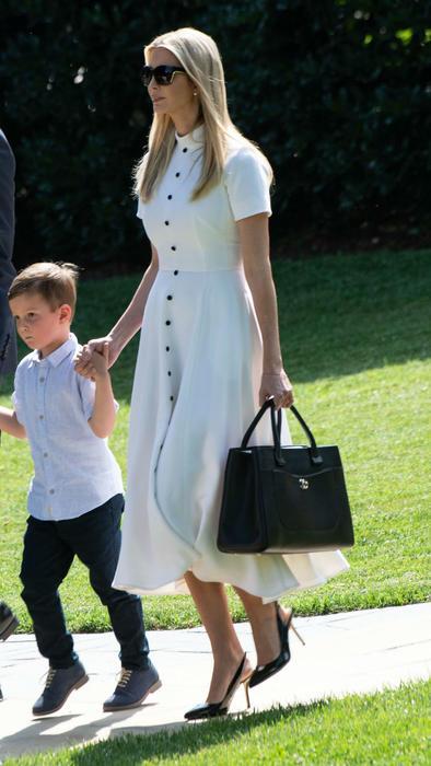 Ivanka Trump con su hijo
