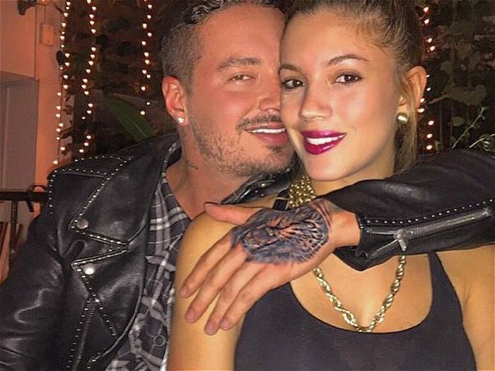 J Balvin con su hermana Carolina Osorio