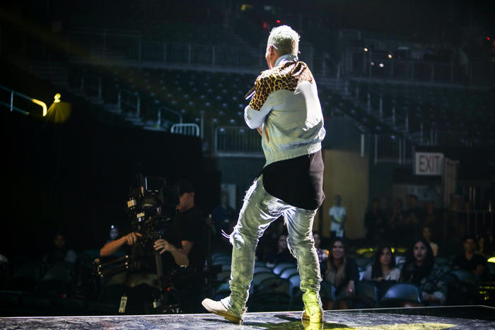 J Balvin ensayando en los Premios Billboard 2016