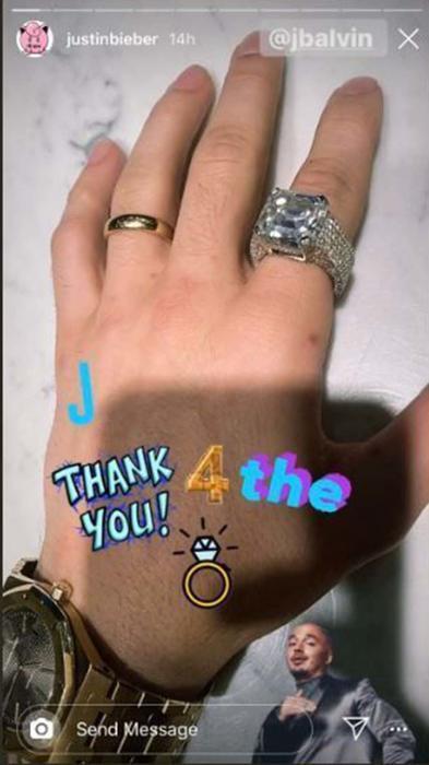 Anillo de Justin Bieber que le regaló J Balvin