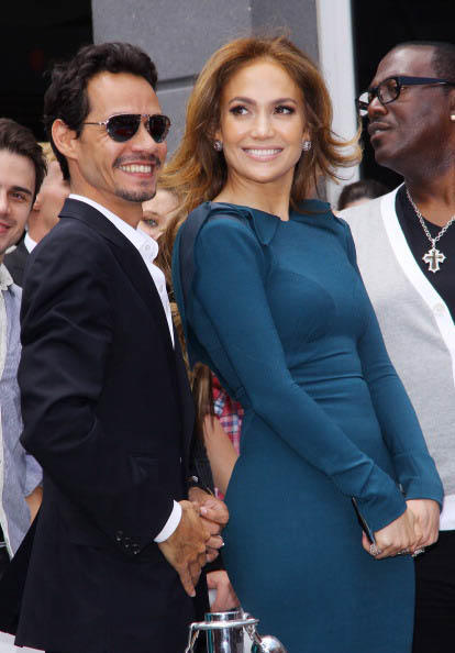 Jennifer Lopez y Marc Anthony en la entrega de la estrella de Simon Fuller Hollywood en el Paseo de la Fama de Hollywood.