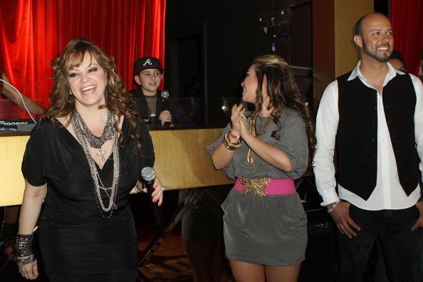 "Jenni Rivera, Chiquis Rivera, Esteban Loaiza, Premiere de ""I Love Jenni"", Mun2 -2011"