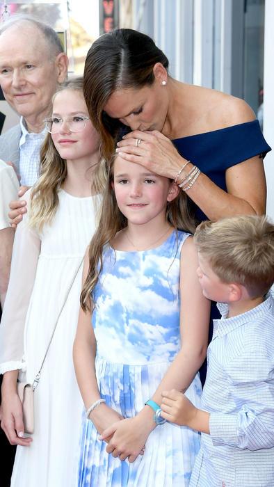 Jennifer Garner besa a su hija