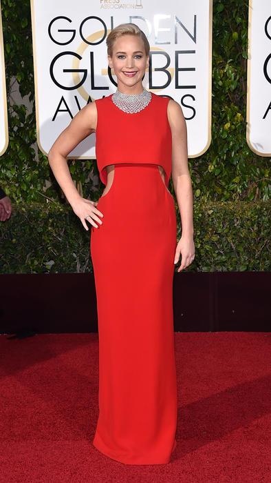 Jennifer Laurence con vestido rojo de Dior en los Golden Globes
