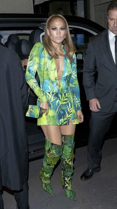 Jennifer Lopez en la after-party del desfile de Versace en la Milan Fashion Week 2019