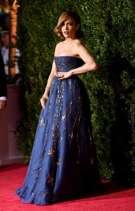 Jennifer Lopez en la alfombra roja e los Tony Awards 2015