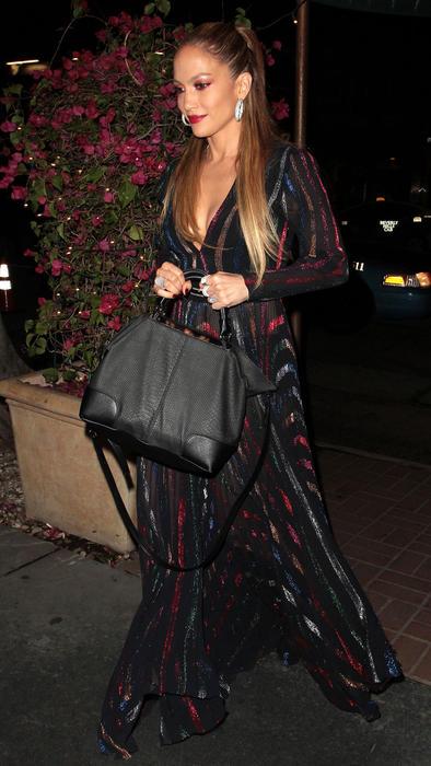 Jennifer Lopez llegando a Madeo Restaurant en Los Ángeles