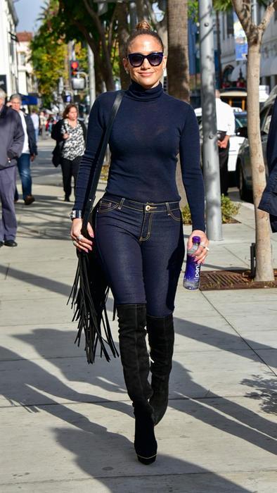 Jennifer Lopez paseando por las calles de Los Ángeles