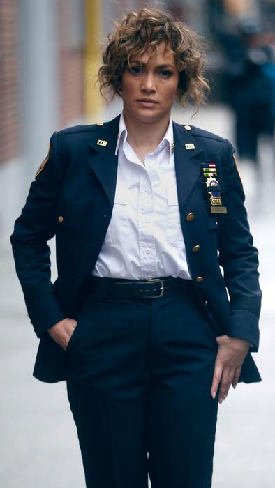 Jennifer Lopez en su papel de policía