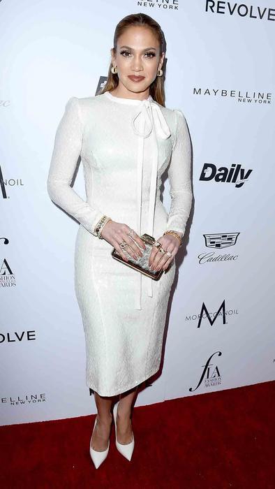 Jennifer Lopez dejó ver su prenda secreta para lucir un cuerpazo