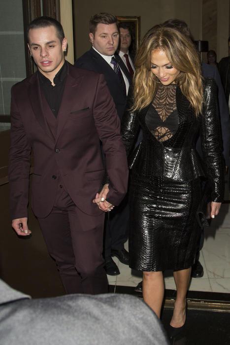 Jennifer Lopez y Casper Smart en Londres.
