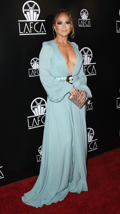 Jennifer Lopez en la alfombra roja de la Ceremonia de entrega de premios de la Asociación de Críticos de Los Ángeles 2020