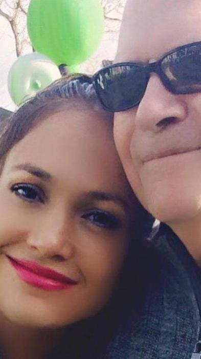 Jennifer López junto a su padre