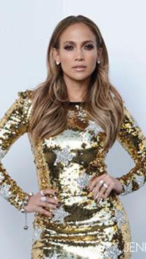 Jennifer Lopez vestida de dorado en el 2011