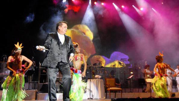 Juan Gabriel celebra 40 años de trayectoria