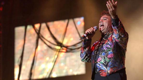 Juan Gabriel gana 4 Premios Billboard en el 2002