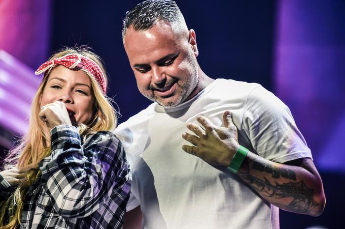Juan Magan junto a su bailarina en los ensayos de Premios Billboard 2015
