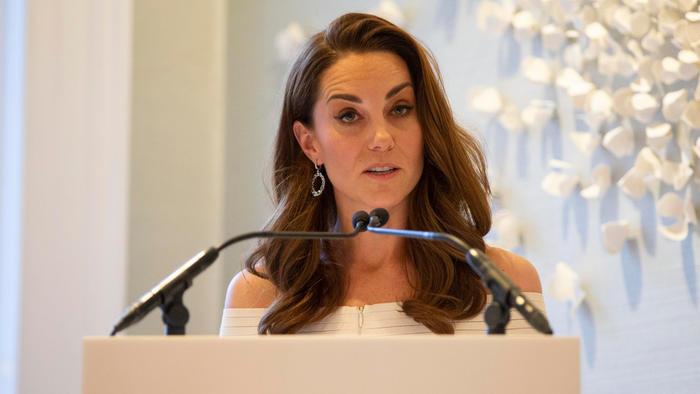 Kate Middleton dando un discurso en la gala de Action on Addiction