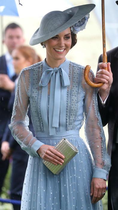 Kate Middleton con vestido azul en el Royal Ascot 2019